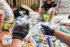 Réutilisation des déchets et de la gestion des déchets réutilisable en tant que vieux gla de papier Photo libre de droits