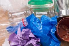 Réutilisation des déchets : métal, plastique, papier et verre photos stock