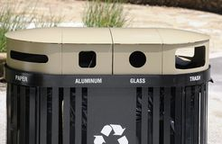 Réutilisation du récipient d'ordures photo stock