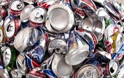 Réutilisation - l'aluminium boit des bidons Images libres de droits