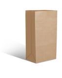 Réutilisez l'isolat brun de sac de papier est sur le fond blanc Images libres de droits