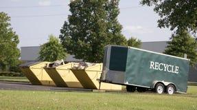 Réutilisez la poubelle et centre de réutilisation Photographie stock