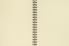 Réutilisez le cahier de papier ouvrent deux pages Image libre de droits