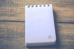 Réutilisez le carnet avec réutilisent le symbole Photos libres de droits