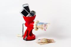 Réutilisez le téléphone portable, obtenez l'argent photo stock