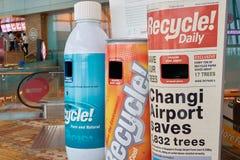 Réutilisez les poubelles à l'aéroport de Changi Images stock