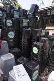Réutilisez les poubelles à vendre Images libres de droits