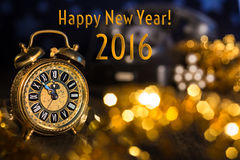 Réveil de vintage montrant cinq à douze Bonne année 2016 ! photographie stock libre de droits