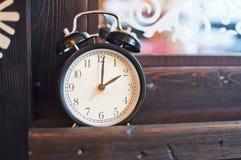 Réveil et miroir Photo stock