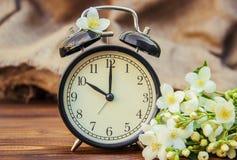Réveil 10 heures Fleurs Photos stock