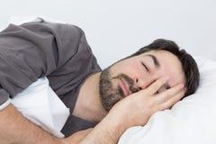 Réveillez-vous pendant le matin avec le headach Images stock