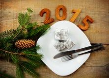 Réveillon de la Saint Sylvestre 2015 dans la vaisselle argentée Image libre de droits
