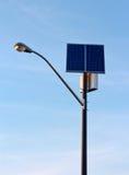 Réverbère à énergie solaire Image stock