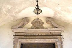 réverbère abstrait de l'Italie Lombardie de porte d'église Photo stock