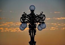 Réverbère au coucher du soleil images stock