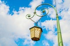 Réverbère avec une lanterne sur le pont italien dans le St Petersbourg, Russie image libre de droits