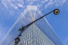 Réverbère chez Freedom Tower à New York City Photographie stock libre de droits