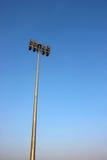 Réverbère d'isolement sur le ciel bleu Photographie stock