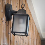 Réverbère de style ancien sur le mur en bambou Image stock
