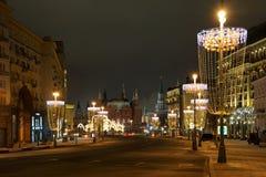 réverbères en forme de verre à vin dans Tverskaya en hiver Image libre de droits
