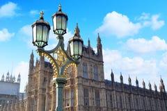 Réverbères sur le pont de Westminster Images libres de droits
