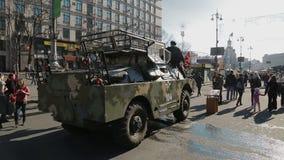 Révolution d'Euromaidan à Kiev - véhicules d'armée clips vidéos