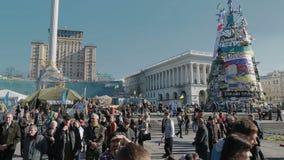 Révolution d'Euromaidan dans la place de Kiev - de Maidan banque de vidéos