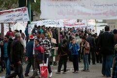 Révolutionnaires dans le grand dos de Tahrir. Photographie stock
