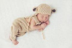Rêve doux de l'enfant nouveau-né photographie stock libre de droits