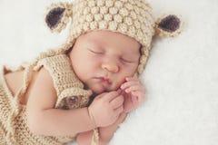 Rêve doux de l'enfant nouveau-né photo libre de droits