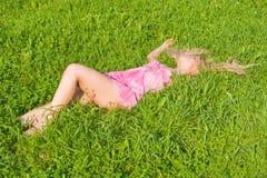 Rêve sur une herbe verte Images libres de droits