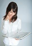 Rêverie avec le livre Photo stock