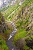 Río abajo de la cascada de Voringfossen en Noruega Fotografía de archivo libre de regalías