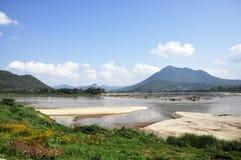 Río al aire libre Asia de la piedra de la montaña de la roca Fotos de archivo libres de regalías