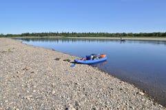Río amplio y el barco Foto de archivo libre de regalías