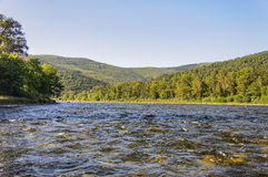 Río Anuy de la montaña imagenes de archivo