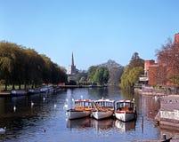 Río Avon, Stratford-sobre-Avon, Reino Unido. imagen de archivo