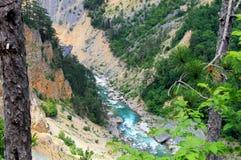 Río azul en un barranco profundo Fotos de archivo