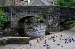 Río Calder en el puente de Hebden Imagen de archivo