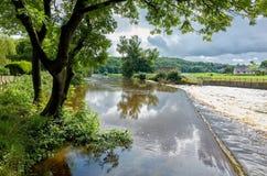 Río Calder en Lancashire, Inglaterra Imagen de archivo libre de regalías