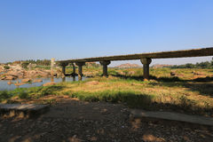 Río cerca de las ruinas antiguas de Hampi, Hampi de Tungabhadra Fotos de archivo libres de regalías