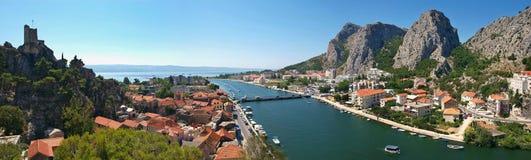 Río Cetina y Omis fotografía de archivo libre de regalías