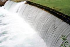 Río con la cascada Imagen de archivo