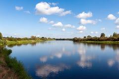 Río con las nubes Fotografía de archivo libre de regalías