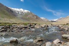 Río con Mountain View, Ladakh, la India de Shyok Foto de archivo libre de regalías