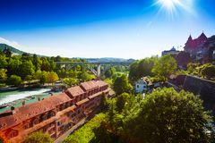 Río de Aare en Berna céntrica Imagen de archivo libre de regalías