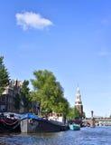 Río de Amstel con las casas flotantes Imagenes de archivo