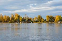 Río de Angara en Irkutsk Imágenes de archivo libres de regalías