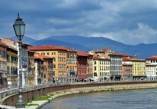 Río de Arno en Florencia, Italia Imagen de archivo libre de regalías