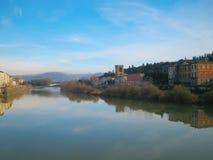 Río de Arno en Florencia, Italia Foto de archivo